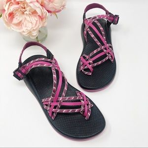CHACOS ZX/3 Yampa Classic in Clashing Pink 10 $105